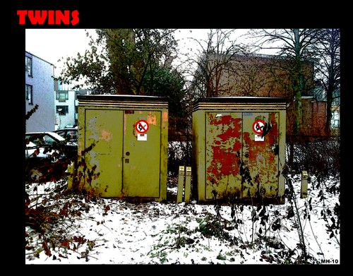 Cartoon: MH - Twins (medium) by MoArt Rotterdam tagged twins,photo,stilife